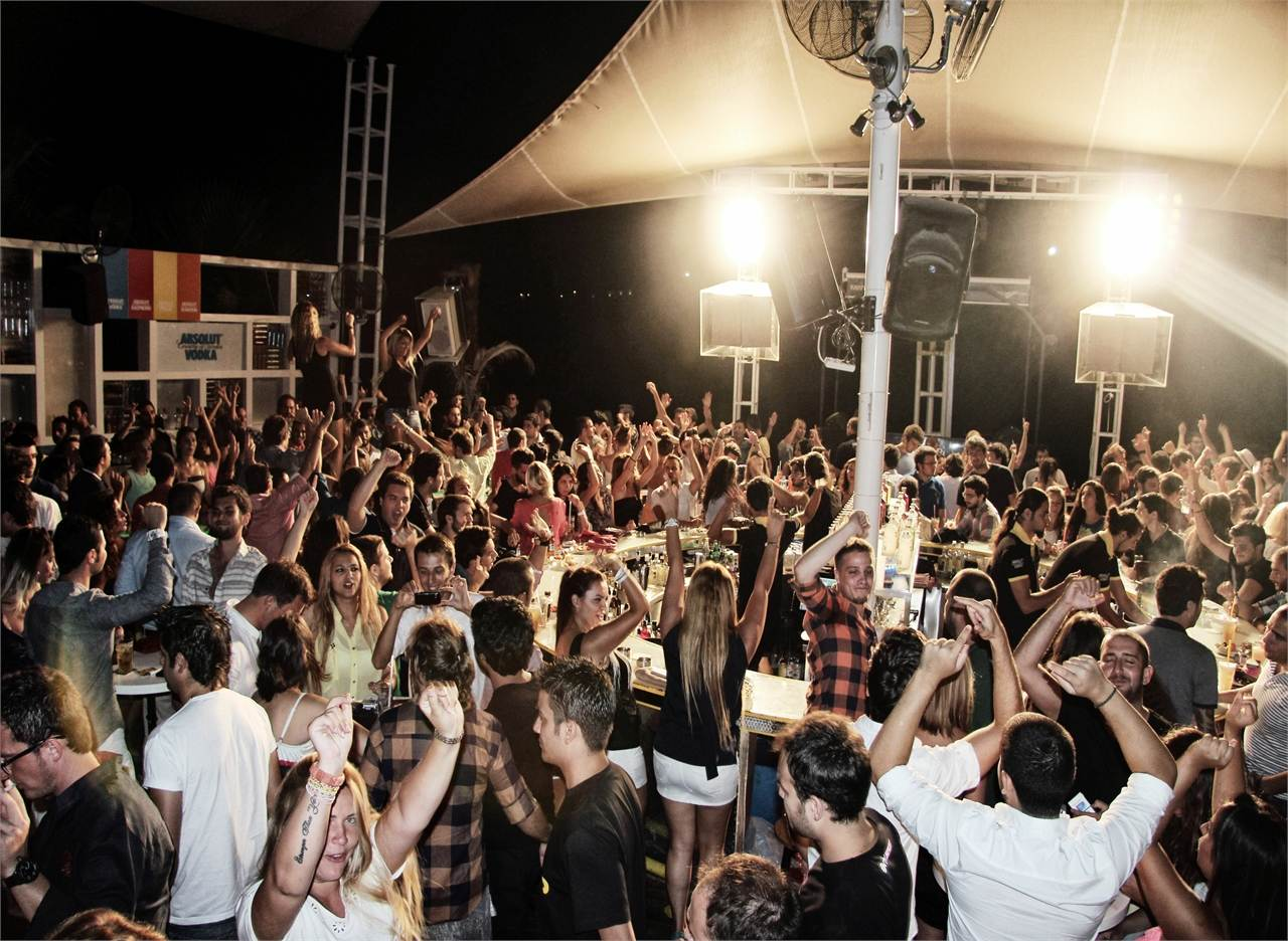 KAFE Pi Beach Club 4