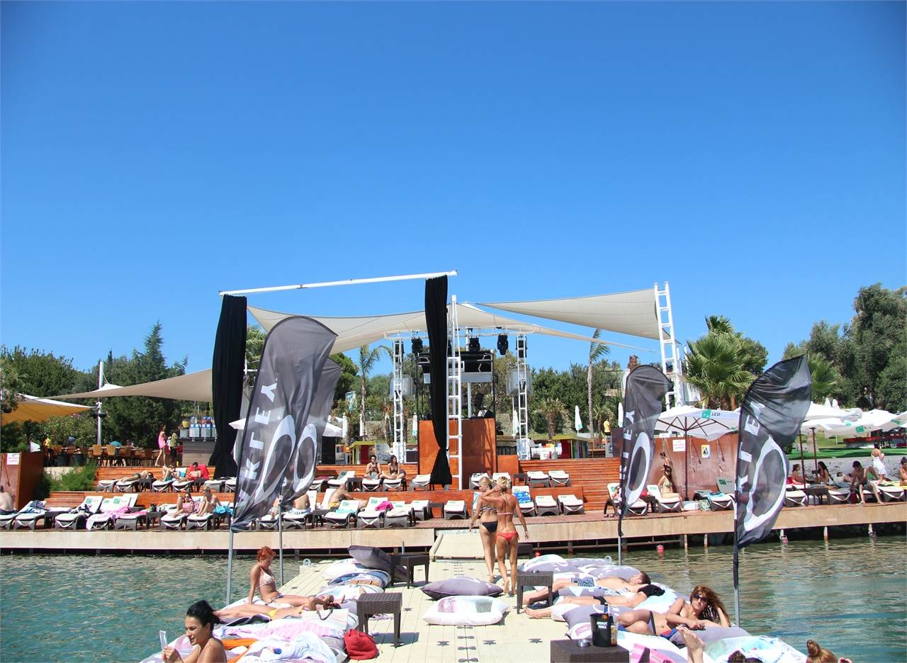 KAFE Pi Beach Club 6
